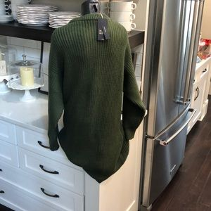 Zara Dresses - NWT ZARA DRESS. LARGE   Beautiful green.